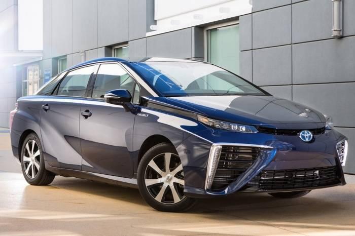 Водородный автомобиль от Toyota