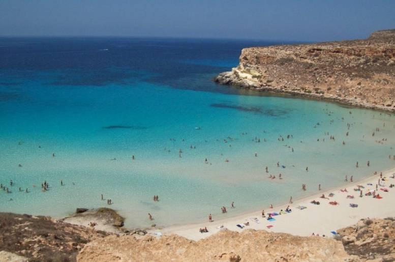 «Кроличий пляж» на острове Лампедуза в Италии