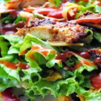 Салат с куриной грудкой и беконом