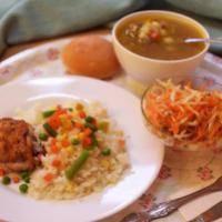Макароны, филе куринное, борщ и салат из капусты