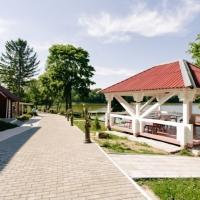 Беседки на берегу озера «Лосвидо» в Витебскe